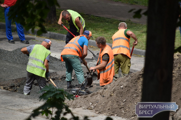 Для автотранспорта перекрыта улица Куйбышева, идёт ремонт провала на дорожном покрытии