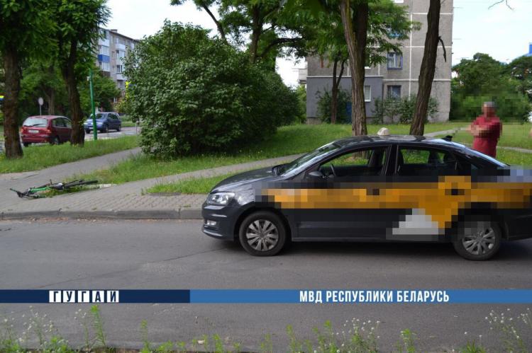 Водитель автомобиля такси вчера утром сбил велосипедиста на Жукова