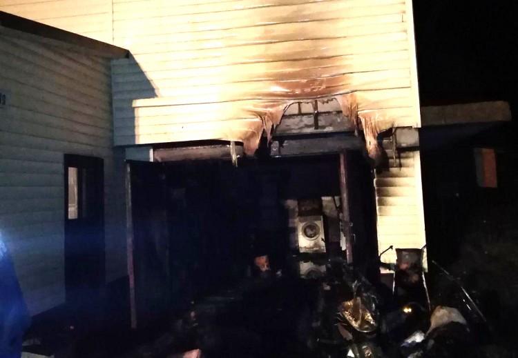 Житель Столинского района получил ожоги, пытаясь самостоятельно потушить пожар в гараже