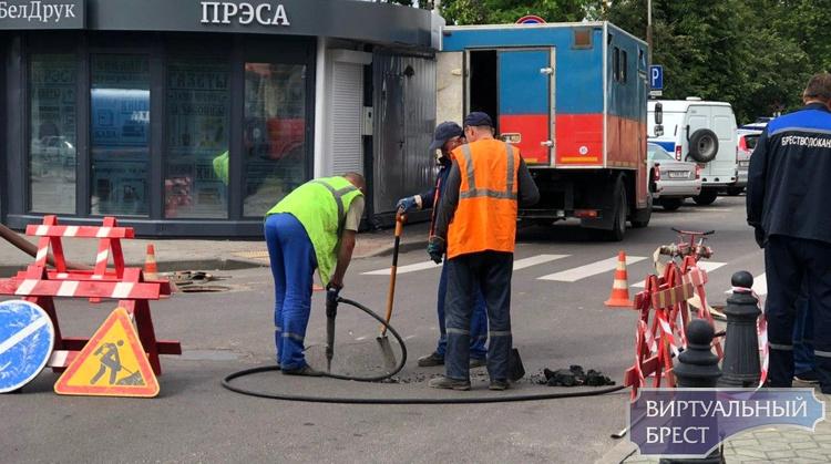В Бресте ещё в одном месте провал грунта на дороге - на этот раз Машерова-Советская