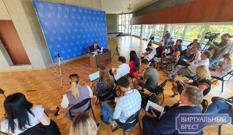 В Горисполкоме собрали журналистов Бреста на брифинг с участием Рогачука. О чём разговор?
