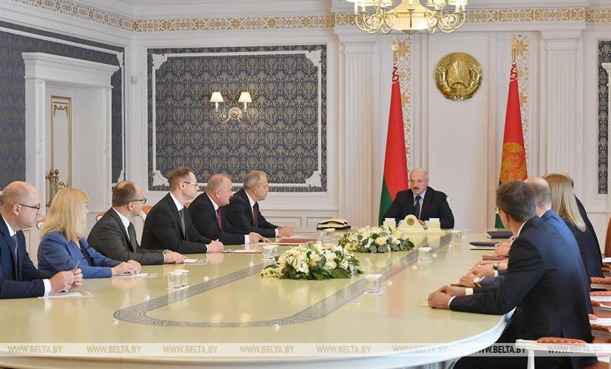 Лукашенко: текущие трудности решим, но с 2021 года надо прирастать среднемировыми темпами