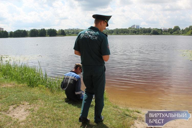 В рамках акции «Летний патруль» работники Брестского ГОЧС проводят профилактическую работу на пляжах