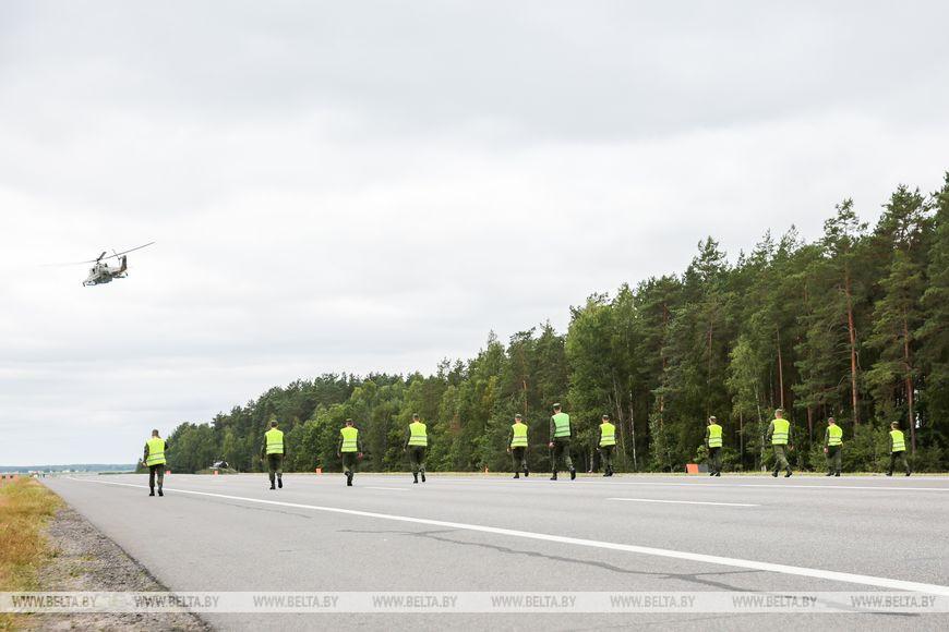 Белорусские летчики посадили на трассу М1 военные самолеты