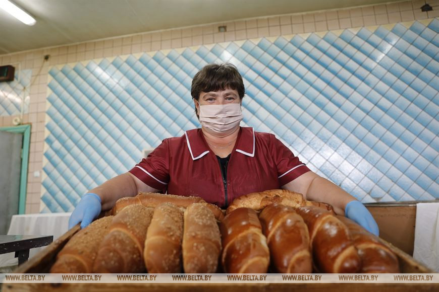 """Суперэлитный картофель, свои """"лимузины"""" и """"прысмакі"""": репортаж из предприимчивого Мотоля"""