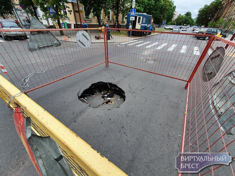 Ещё одна улица поломалась - закрыто движение на Куйбышева от Мицкевича до Орджоникидзе