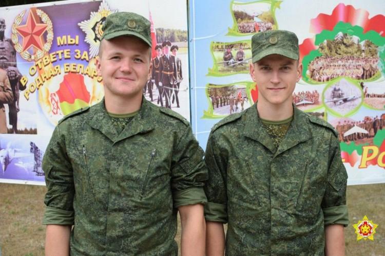 Под Березой два лейтенанта спасли тонущих в карьере подростков