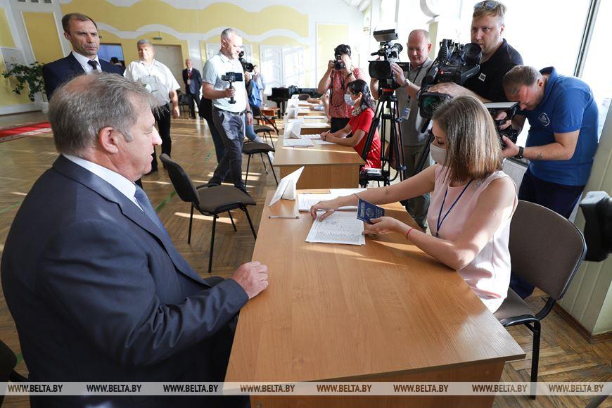 Анатолий Лис: мой голос на выборах - за независимость, стабильность и порядок в стране