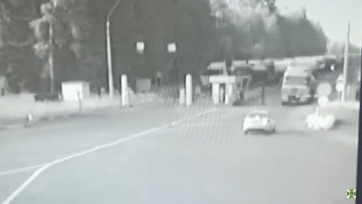 На белорусско-украинской границе пьяный дальнобойщик протаранил шлагбаум