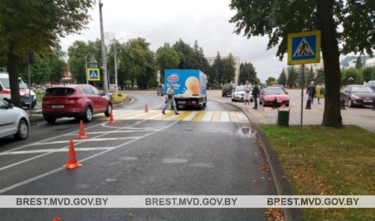 В Кобрине водитель на Iveco совершил наезд на 63-летнюю местную жительницу